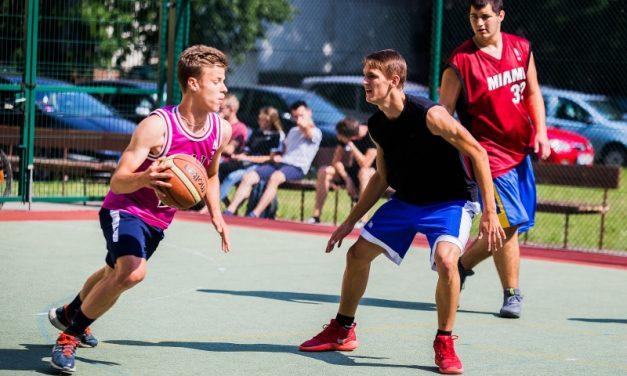 W CKZiU nr 1 rywalizowali w rozgrywkach streetballa